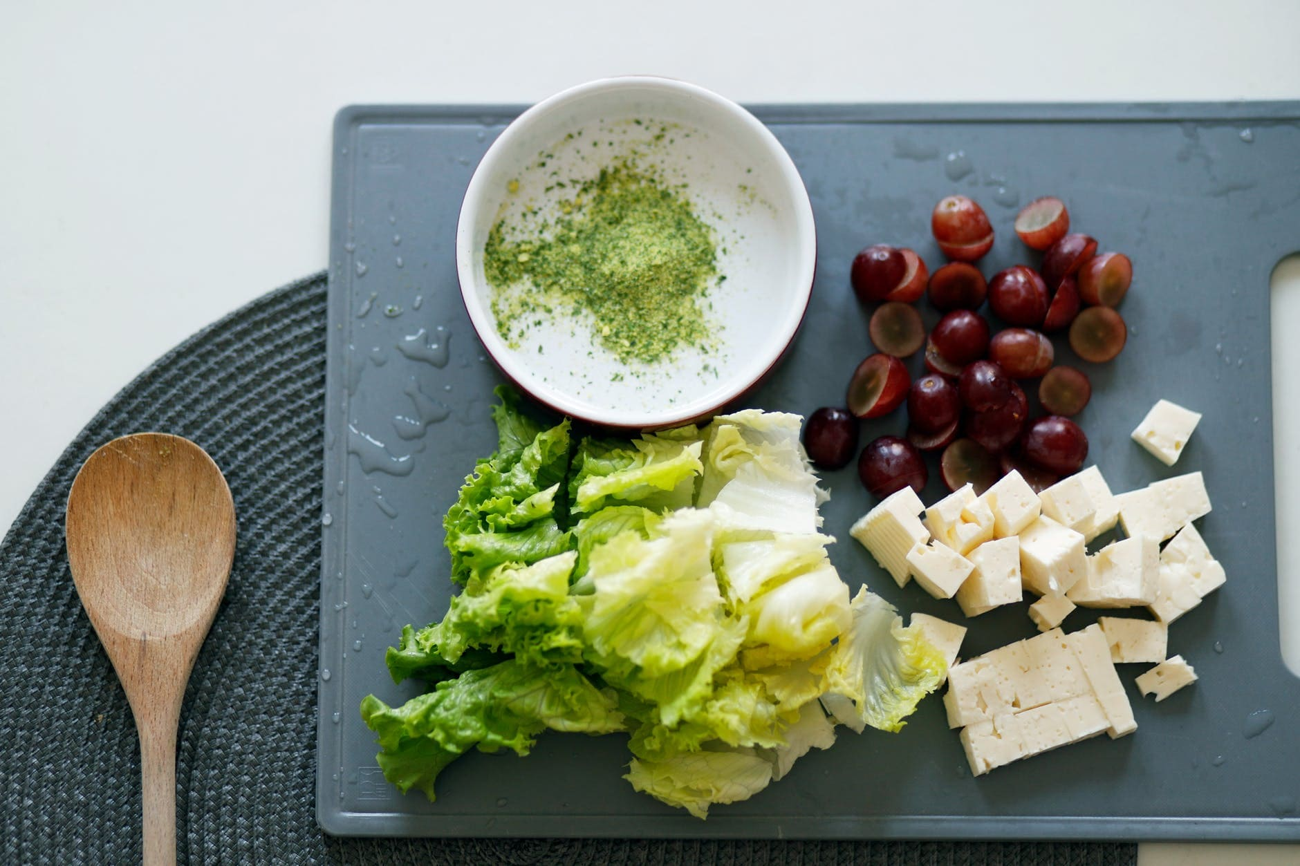 How to make a white cheese salad for men