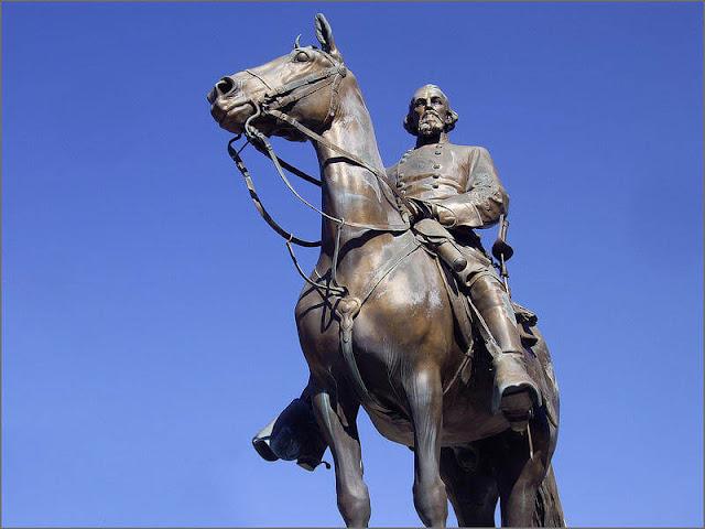 Estatua de nathan bedford forrest no parque