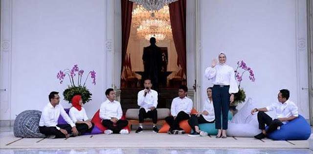 Kenalkan Tujuh Stafsus, Jokowi Pilih Pakai Bean Bag Ala Startup