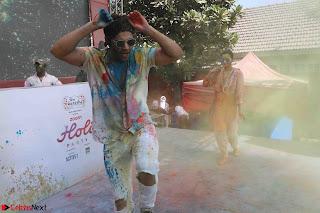 Alia Bhatt and Varun Dhawan Playing Holi at Zoom Holi Celetion 2017.JPG