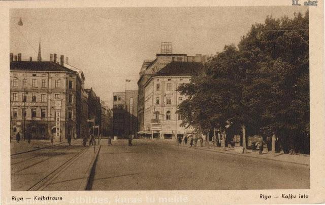 "1930-е годы. Бульвар Бривибас и улица Кальку. Часы ""Лайма"""