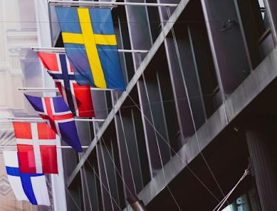 Que symbolise le drapeau islandais?