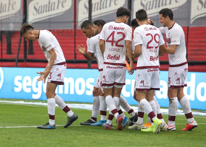 Lanús goleó a Colón en Santa Fe con un Sand imparable y quedó líder de la Liga Profesional