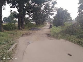 व्यायाम शाला निर्माण अधर में लाखो की सड़कें उखडी