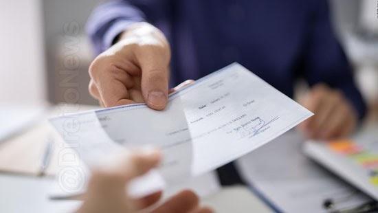 banco indenizar cliente recusar descontar cheque