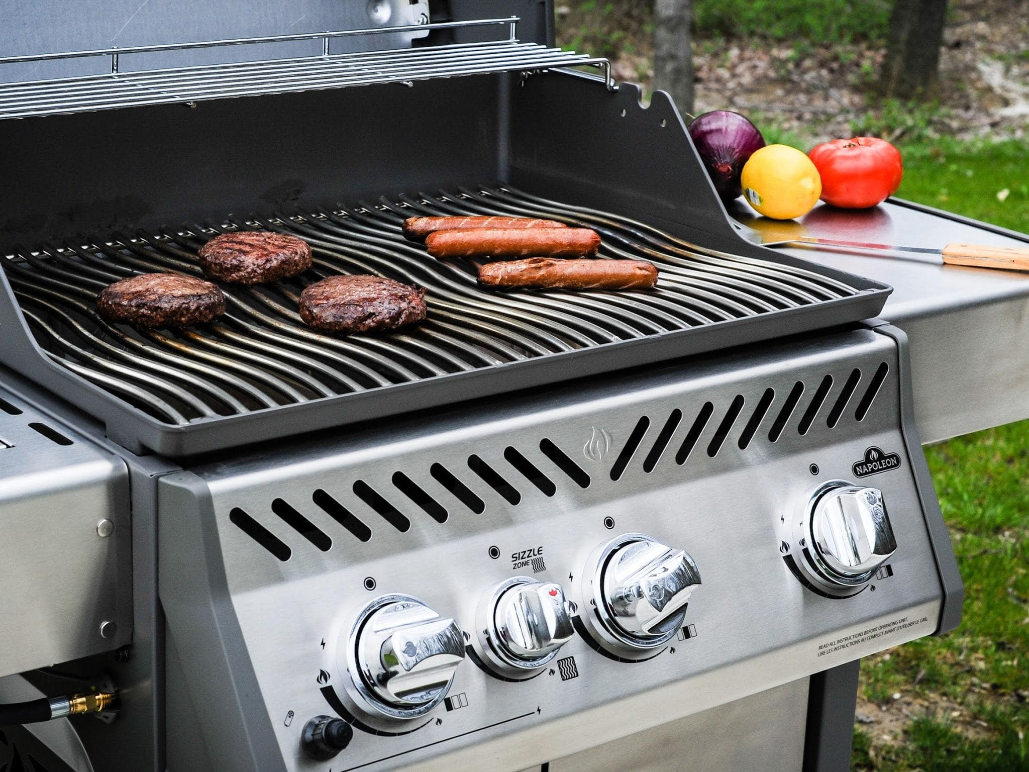 How to Decide On A Natural Gas Grill Or Charcoal Grill
