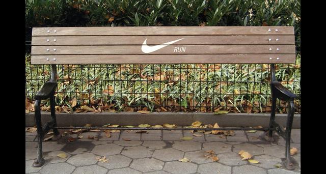 """مقعد استراحة خالي ، تقول """"Nike"""" واصل الركض"""