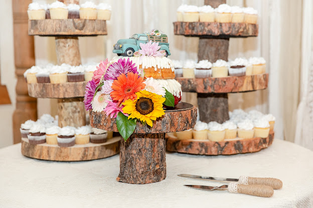 nothing bundt cake at a shenandoah mill wedding