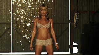 Jennifer Aniston sexy stripper We're the Millers