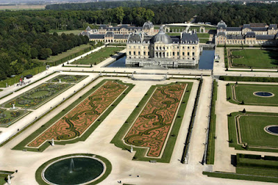 French formal garden style Chateau vaux le vicomte
