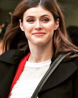 Alexandra Daddario Beautiful Hollywood Actress