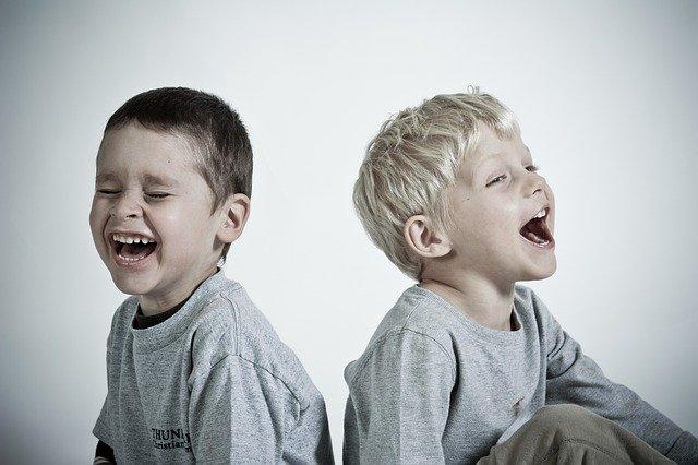 Tertawa, inilah 7 Manfaat Bagi Kesehatan Tubuh Yang Kamu Dapat Saat ketawa