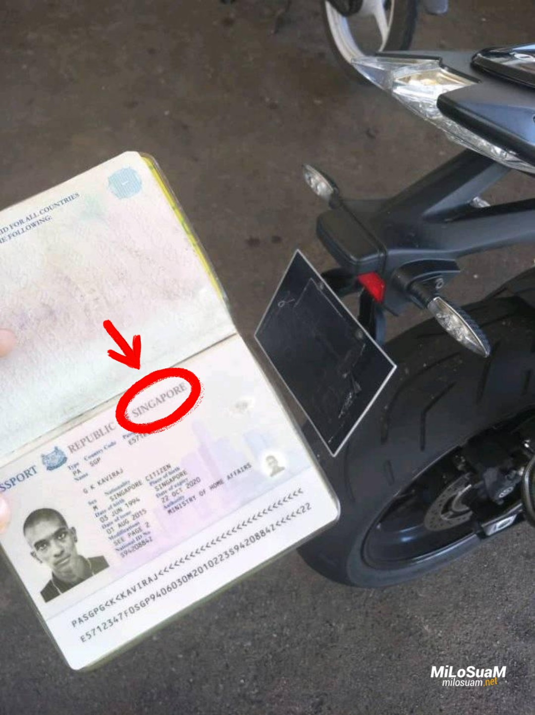 bikers singapura tutup nombor plat