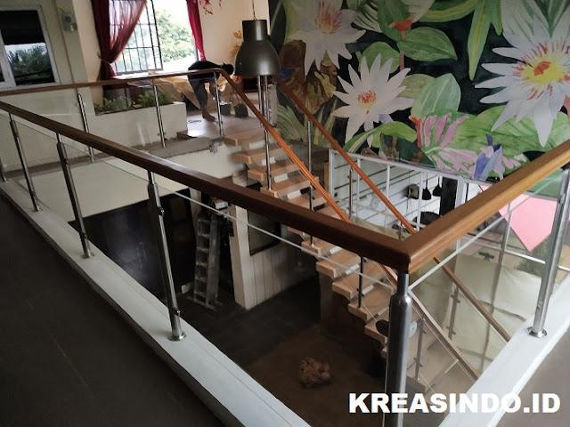 Railing Balkon Stainless Kombinasi Akrilik pemasangan Di Perumahan Villa Permata Santi Cinere