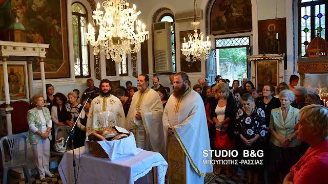 Θεία Λειτουργία στο ιστορικό εκκλησάκι του Αγίου Ιωάννου του Θεολόγου στο Ναύπλιο