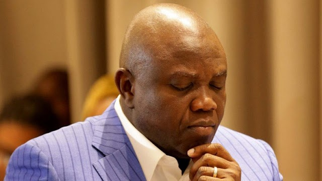 BREAKING NEWS: EFCC Raids Ambode's Residence