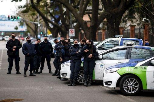 Policía bonaerense levanta protestas tras aumento de salario