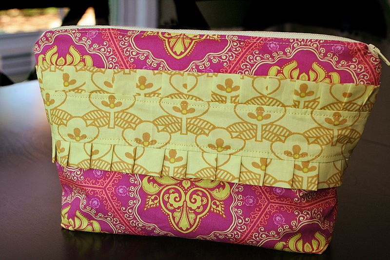 Ruffled Zipper Pouch Bag Tutorial