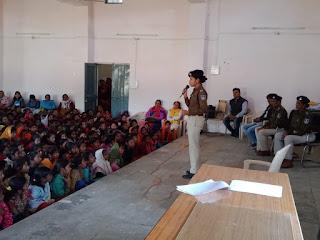 महीला बाल विकास विभाग द्वारा किशोरी बालिकाओं का ओर बेटी बचाओ बेटी पढ़ाओ योजना के अंतर्गत एक दिवसीय कार्यशाला का आयोजन किया गया