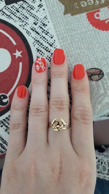bad7aba9b2 Até coloquei um adesivo branquinho no dedo anelar pra ficar um detalhe a  mais.