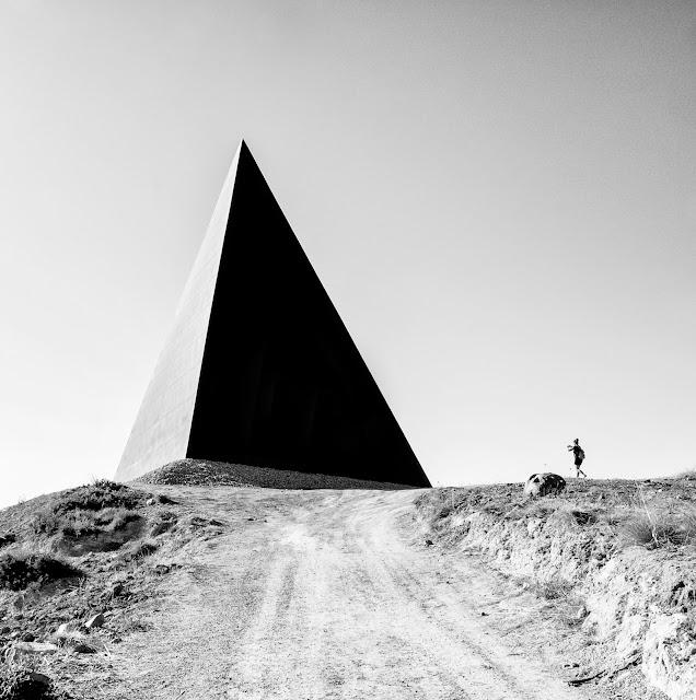 Membuat 3D Box/Pyramid Background di Photoshop