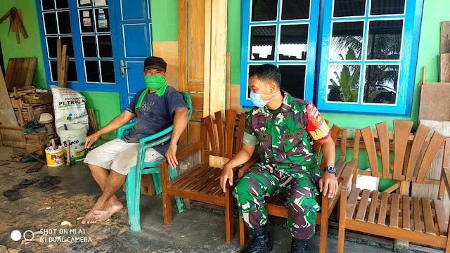 Silahturahmi dengan Warga Babinsa Koramil Gantiwarno Sosialisasikan Cegah Covid 19