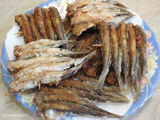 Hamsie prajita reteta de casa peste prajit pe scobitoare retete mancare hamsii prajite,
