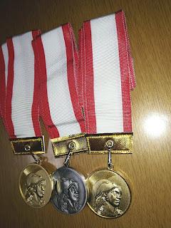 金メダル 銀メダル 金メダル