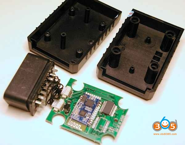elm327-bluetooth-inner-parts-3