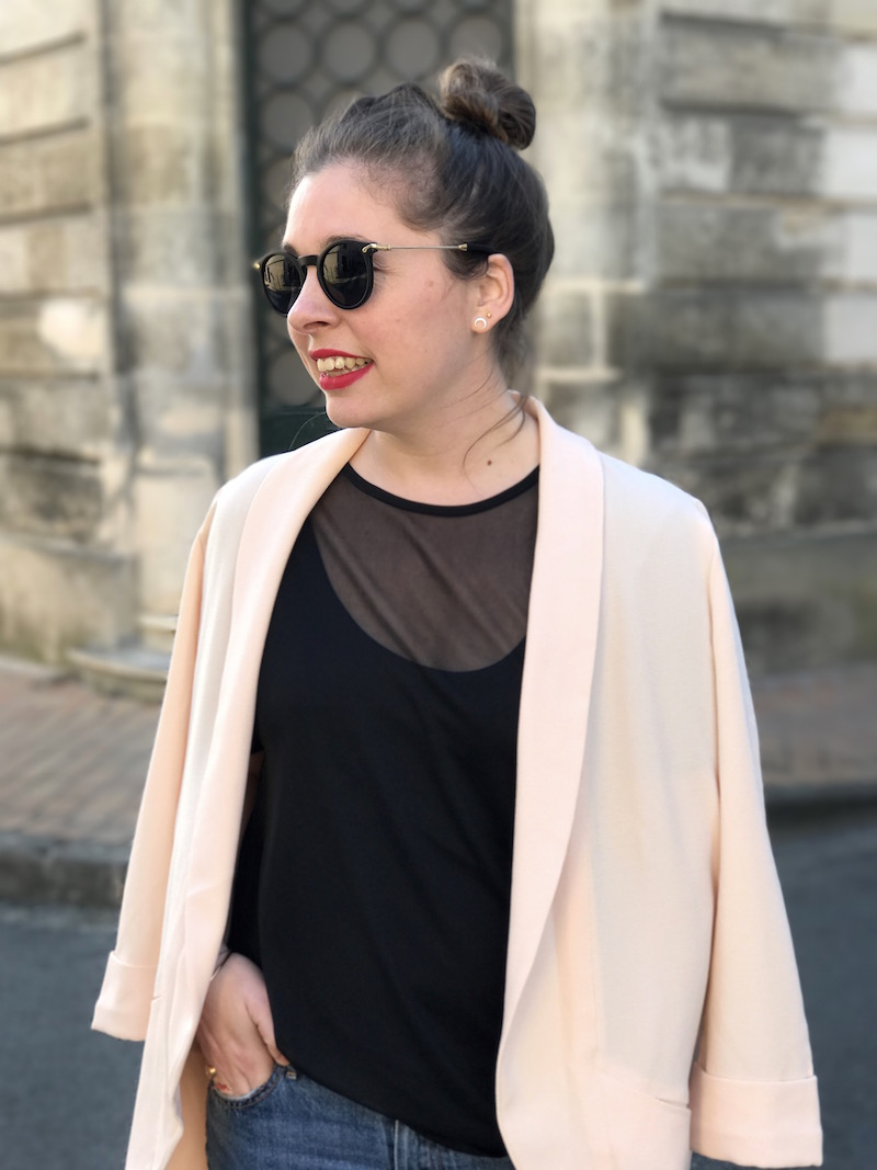 top noir transparent missguided, blazer rose Pimkie, lunette de soleil Asos