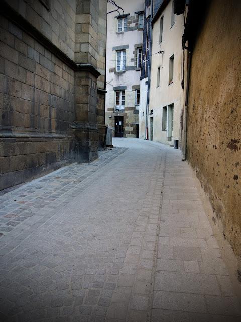 Rue du Contour Saint-Germain derrière le chœur de l'église...