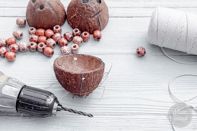 Kokosschalen als Blumenampel
