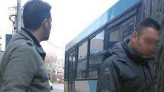 Μεγάλη προσοχή σε αυτούς τους δυο τύπους – Μπαίνουν στα λεωφορεία το παίζουν ασφαλίτες και έχουν ρημάξει κόσμο…