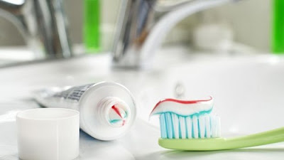 http://infomasihariini.blogspot.com/2016/12/bahaya-kandungan-fluoride-pada-pasta.html