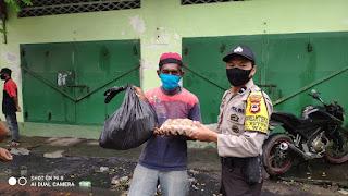 Polres Pelabuhan Makassar Berbagi Sembako Dihari Raya Idul Fitri di 2 Kecamatan