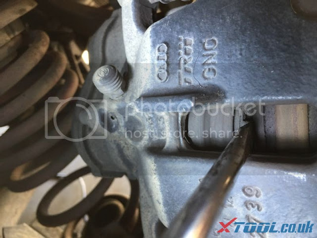 Remplacer EPB 2010 Audi A5 par Xtool V401 8