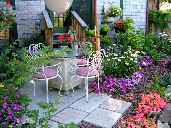 Backyard patio designs for small houses backyard design for Small area planting ideas