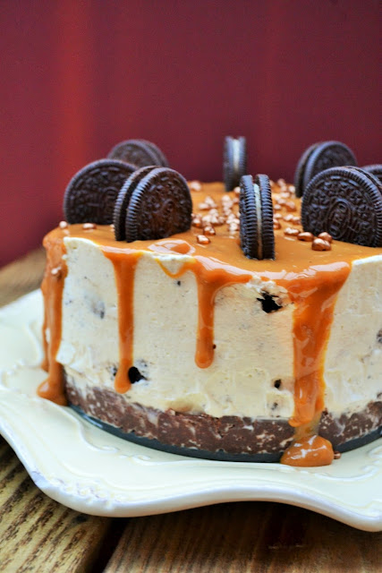 Deep Oreo and Caramel Cheesecake