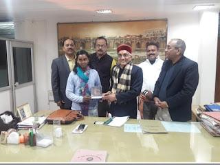 Jaunpur : निधि सोनकर को स्वर्ण पदक अवार्ड के लिए कुलपति ने दी बधाई