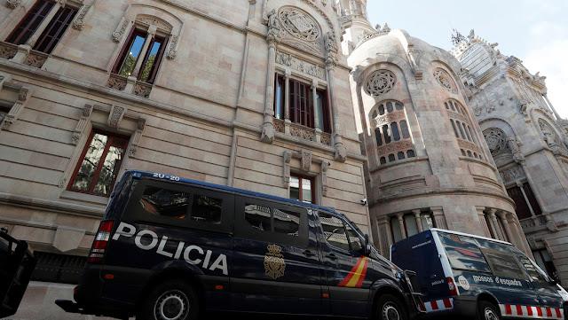 Una juez permite salir de España a dos italianos acusados de drogar y abusar sexualmente de dos chicas en Barcelona