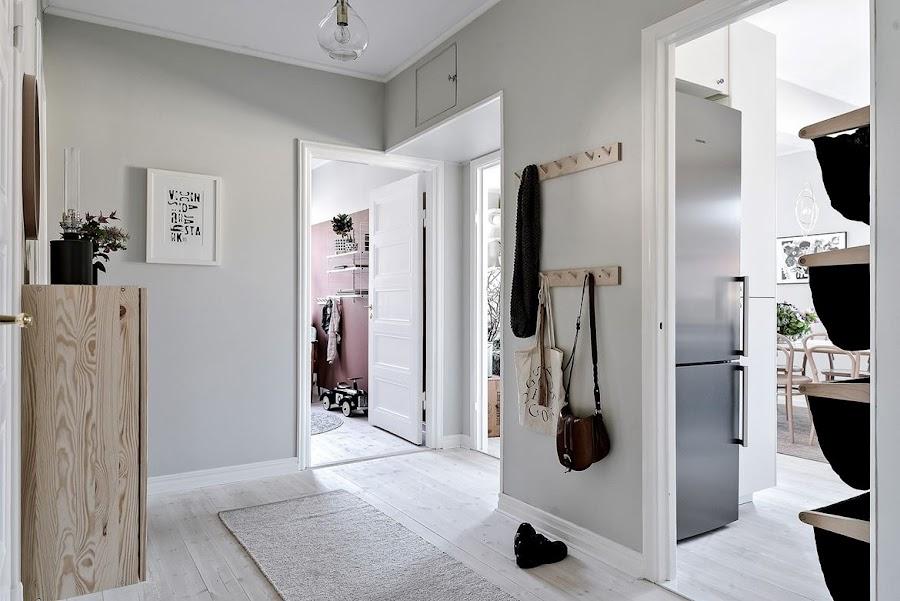 entrada, recibidor, entryway, espejo redondo, armario, plantas, flores, estilo nordico, decoracion nordica, decoracion escandinava, estilo escandinavo