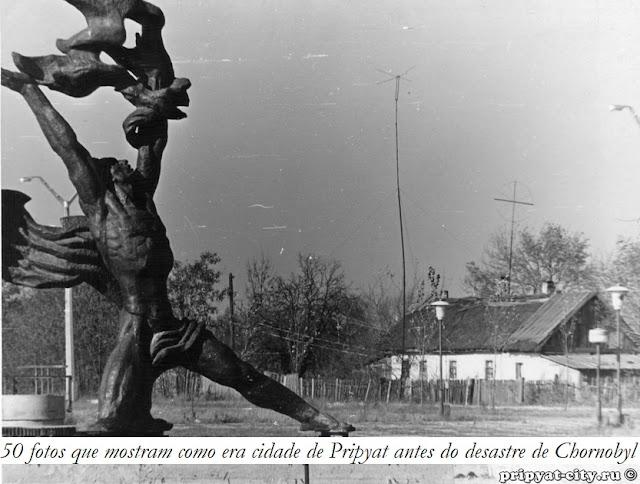https://magg.pt/2019/05/29/50-fotos-que-mostram-como-era-pripyat-antes-do-desastre-de-chernobyl
