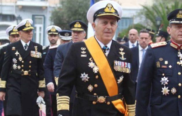 Στον κόσμο τους αυτοί: ναύαρχος Αποστολάκης έχει διατάξει να «εξαϋλώσουμε» τους Τούρκους!