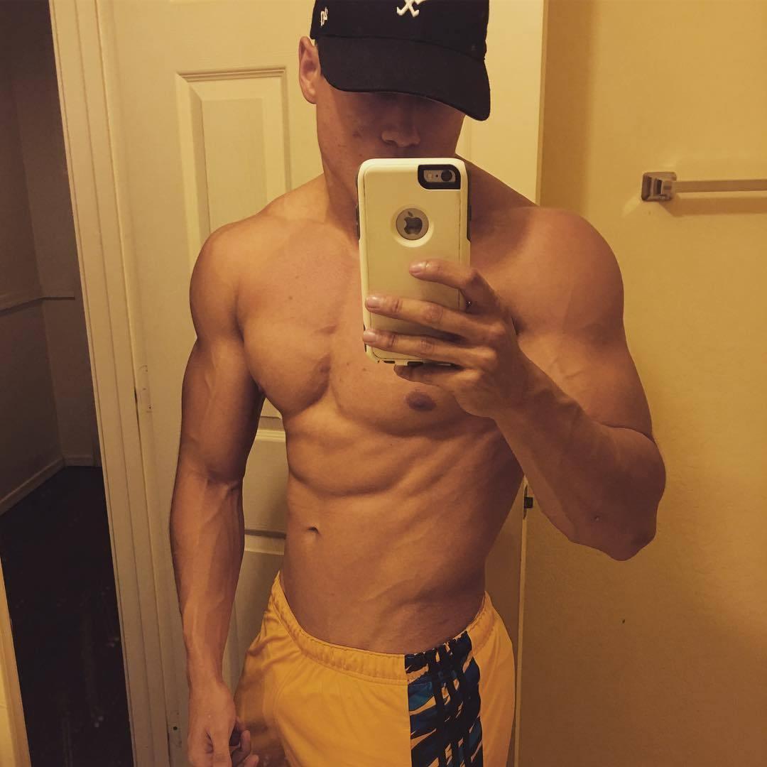 strong-shirtless-bad-boys-selfies