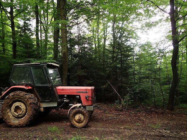 Facet z tego traktora pokierował nas na górę