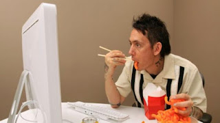 Pentingnya Makan Tidak Sambil Menyelesaikan Pekerjaan :: PortalBisnisBersama