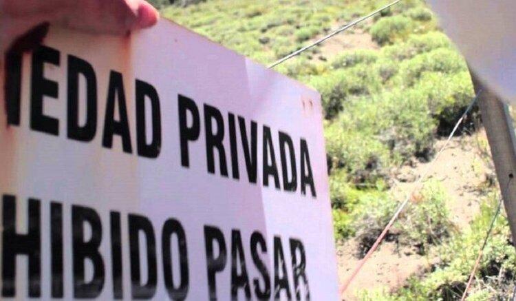 El derecho constitucional a la propiedad privada contra el delito de usurpación