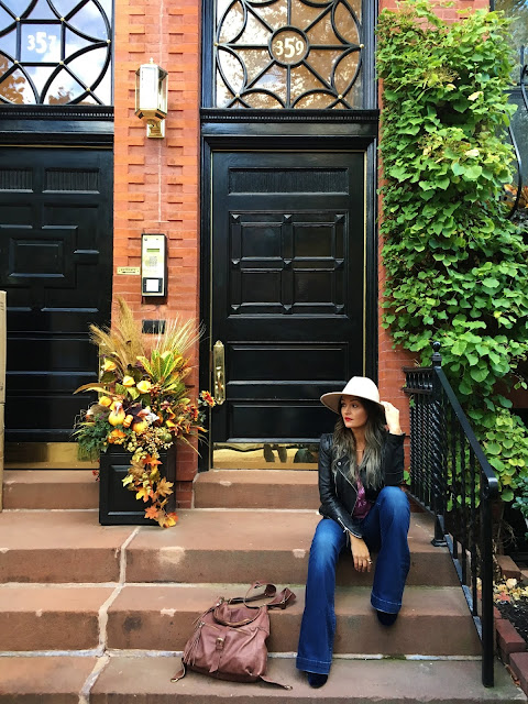 Flare jeans, leather jacket, fall outfit, fall outfit with jeans, outfit sa farmerkama, outfit sa sesirom, toronto blogger, blogger outfit, fashion blogger outfit, canadian fashion blogger, srpkinje, modne blogerke, canadian street style, toronto street style
