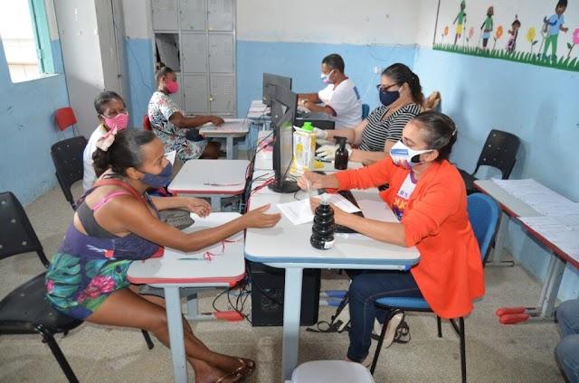 Prefeitura de Alagoinhas intensifica entrega de cestas básicas para alunos da rede municipal