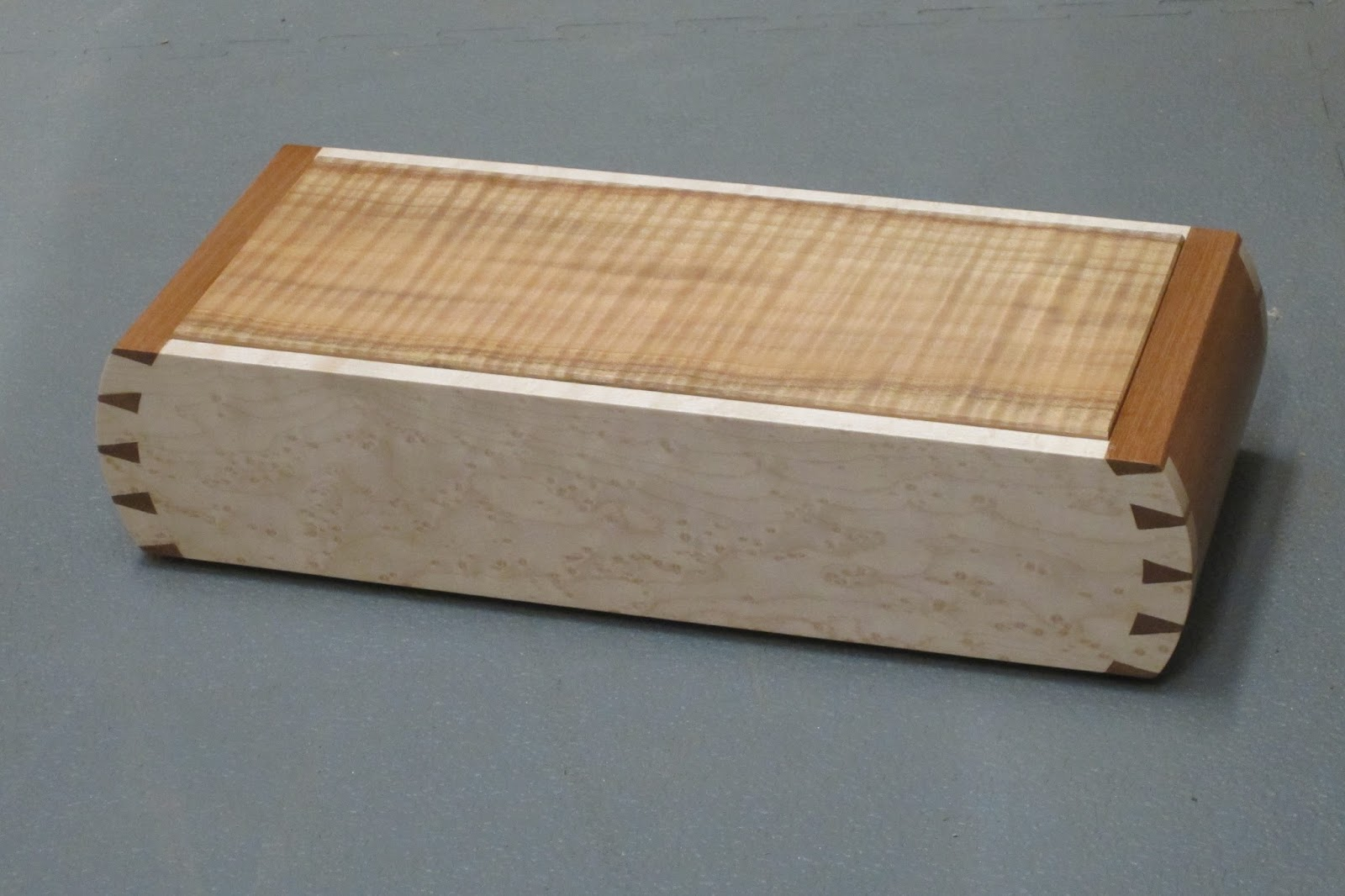 dovetail box. curved dovetail box. box